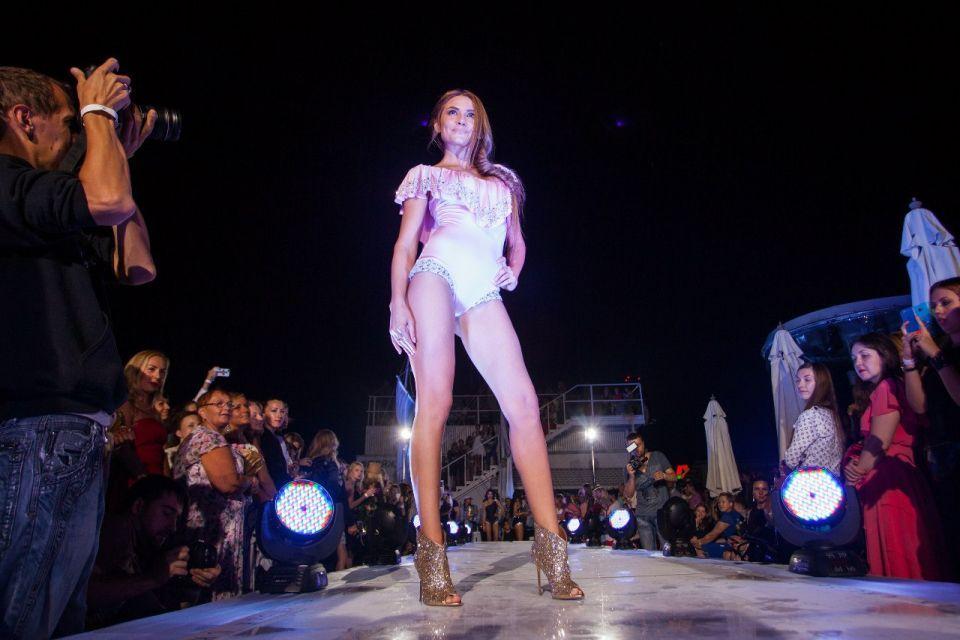 -Fashion-Show-HELENBER-CRUISE76