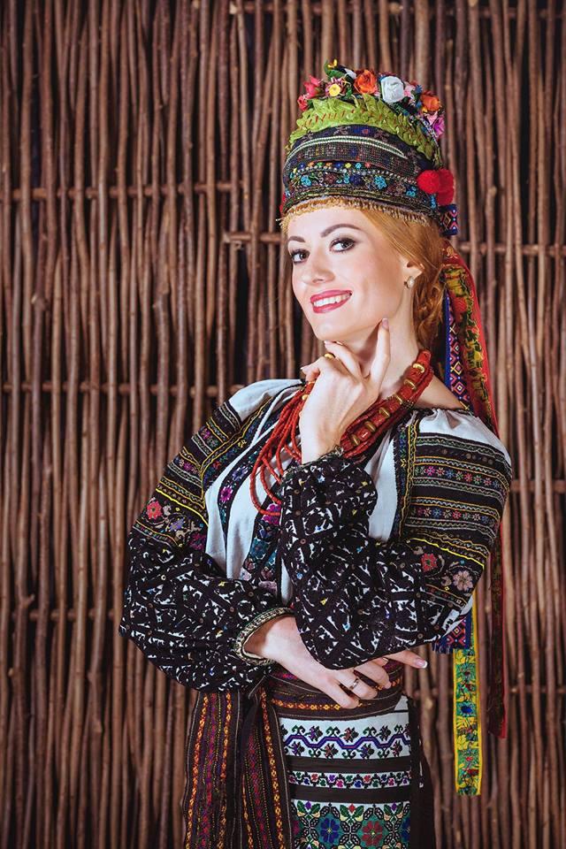 Нещодавно Ярослава Руденко взяла участь в проекті cтаровинні борщівські вишиванки