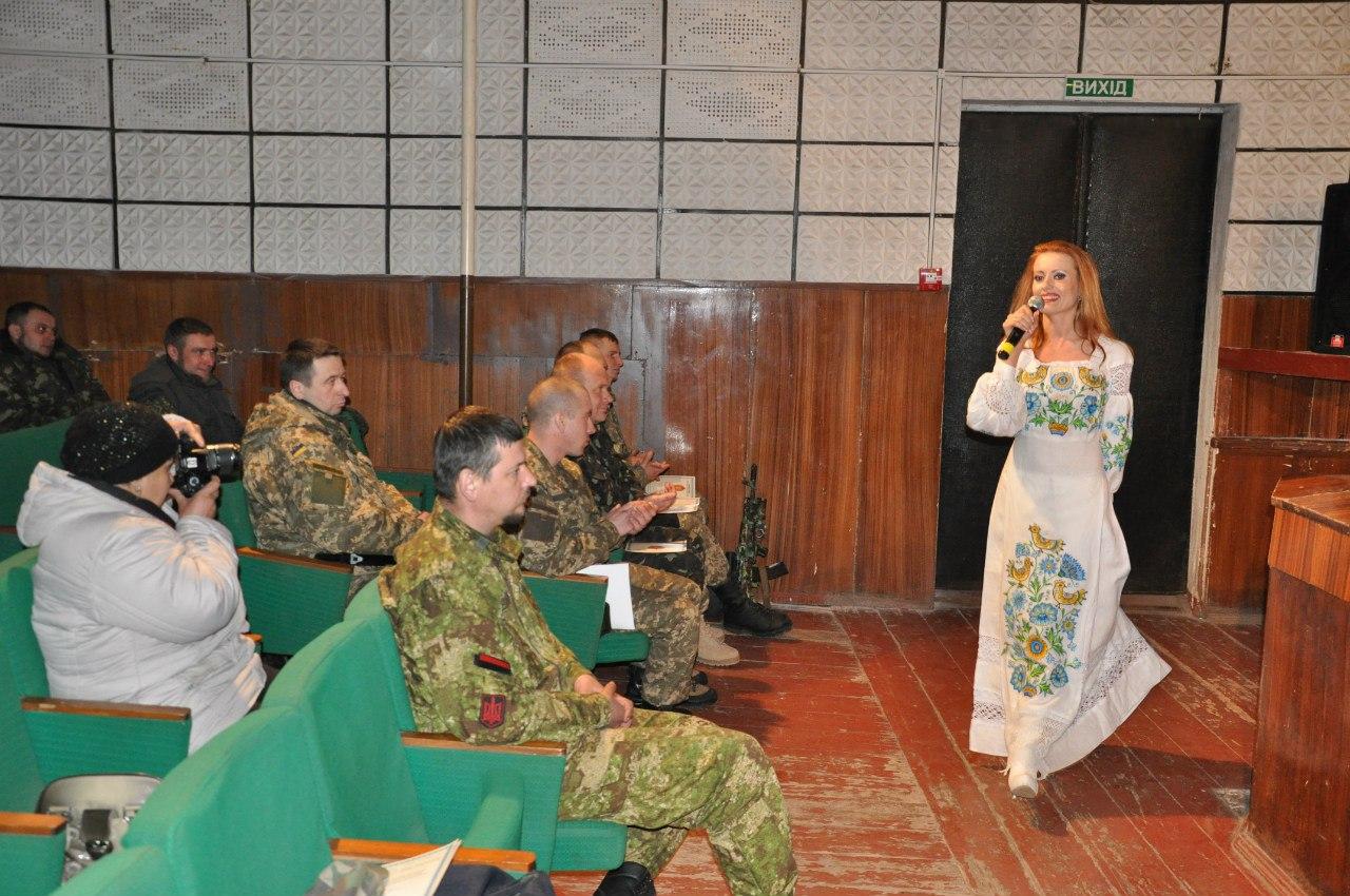 Ярослава Руденко часто підтримує військових в зоні АТО своїми виступами